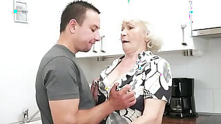 sexy video: Seducing granny screwed in her hairypussy