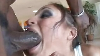sexy video: Extreme deepthroating