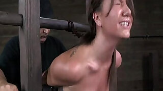sexy video: Bondage device makes her immobilized