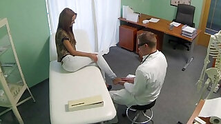 sexy video: Doctor gets his hot patient to undress