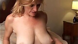 sexy video: Slutty redhaired babe gives a great facial